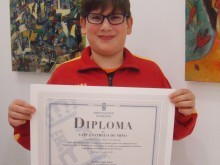 Miguel Ángel encargouse de recoller o diploma de agradecemento ao CEIP de Castrelo de Miño.